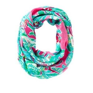 Lilly Pulitzer mini Riley infinity scarf!